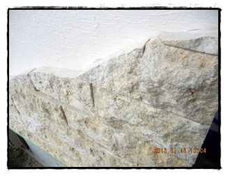 石が貼られている.JPG