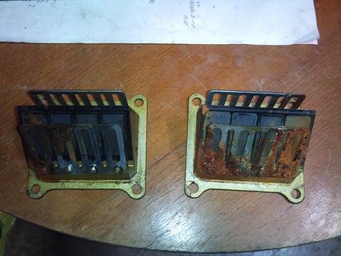 2013.04.27 3MAスペアエンジン検証 026(リードバルブの状態)