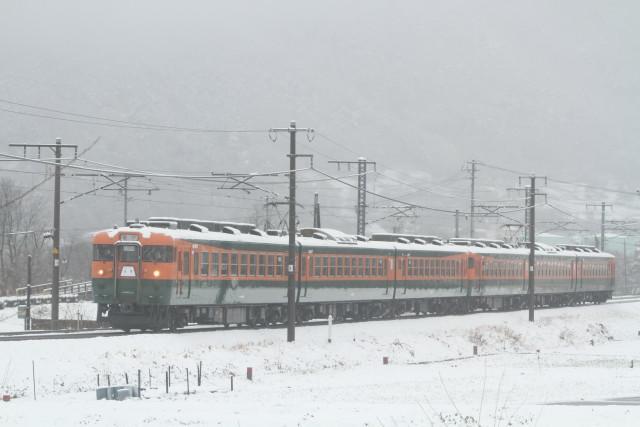 春の大雪 . しなの鉄道 169系 6連 貸臨3