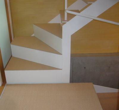 階段の防音対策にカーペット