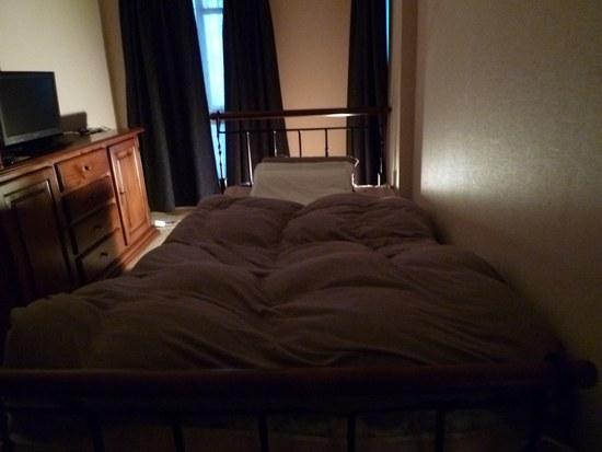 2ベッド 寝室全体1550.jpg