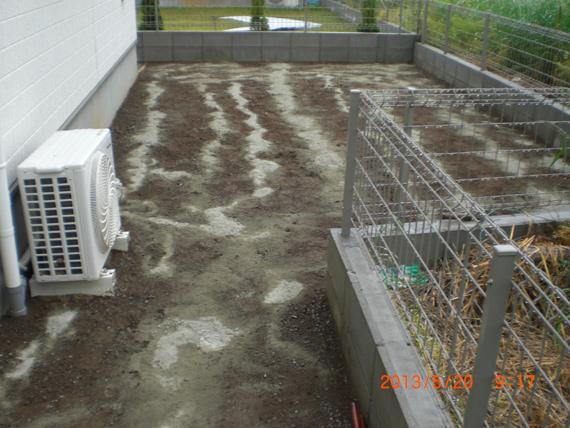 人工芝の施工前。土壌改良。
