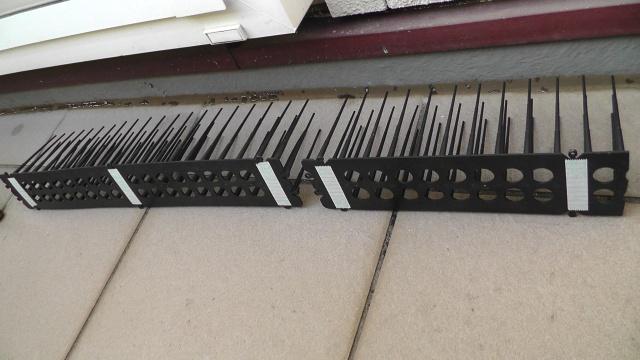連結したり、適当な長さにカットして、両面テープで固定