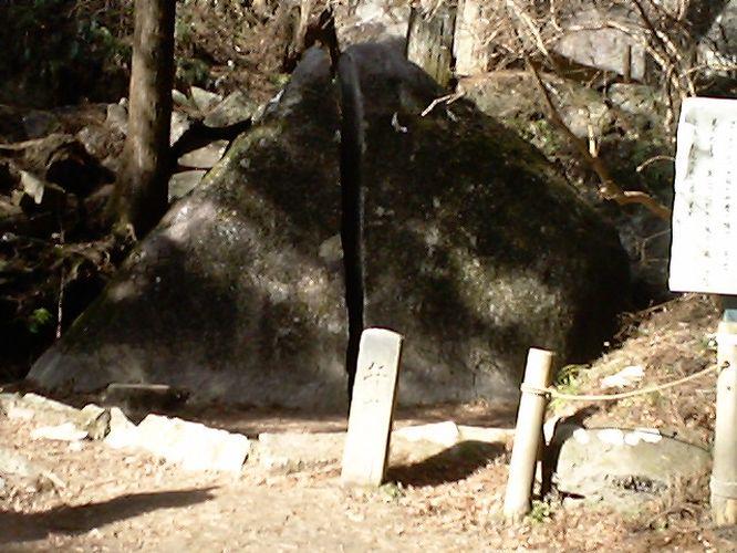 名草巨石群2