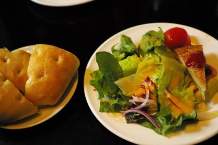 皿だとパン.JPG