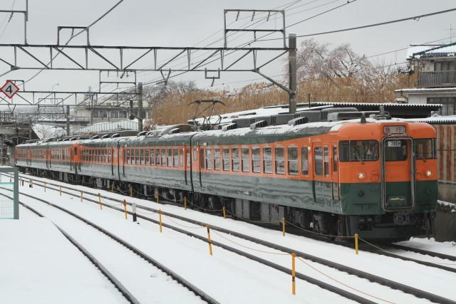 しなの鉄道 169系 国鉄湘南色 6連 最後の 雪の走行3