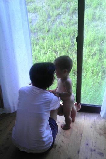 お母さんと窓際.jpg