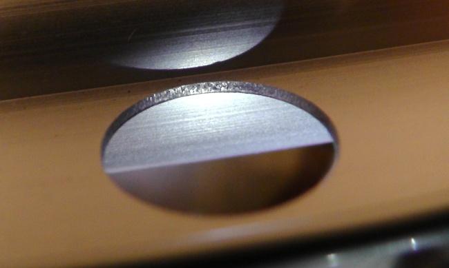 アルミ製の物干し竿「ハンガー竿」のハンガーをかける穴