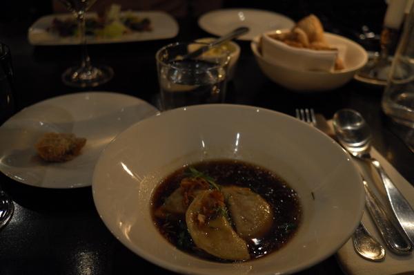 ロシア風スープ。味は濃い目。いや、どれも濃い目だね。