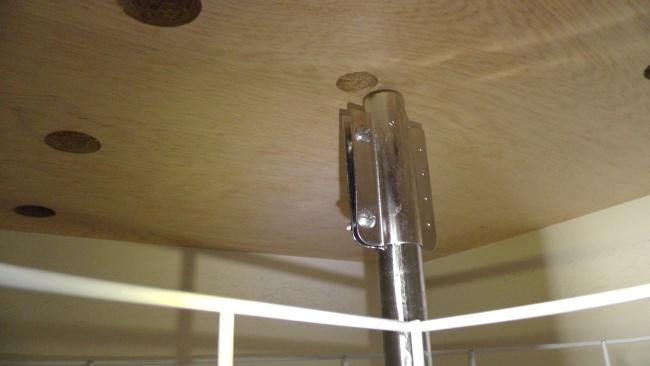 支柱の上部が天板に固定されていないことが判明