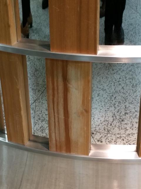 東京駅keiyo streetの装飾 経年変化が表れています