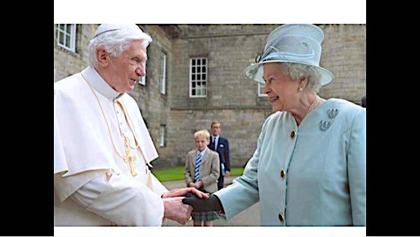 エリザベス 女王 逮捕 「エリザベス女王は人間ではない」バッキンガム宮殿が公式声明か?