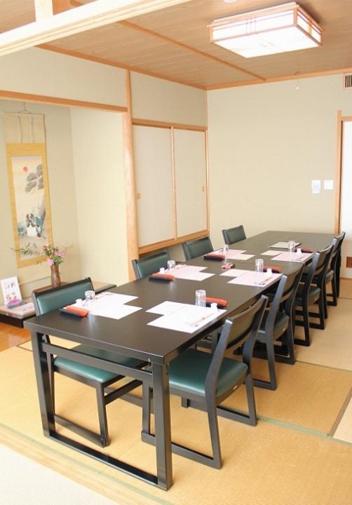 2階テーブル席 1.jpg