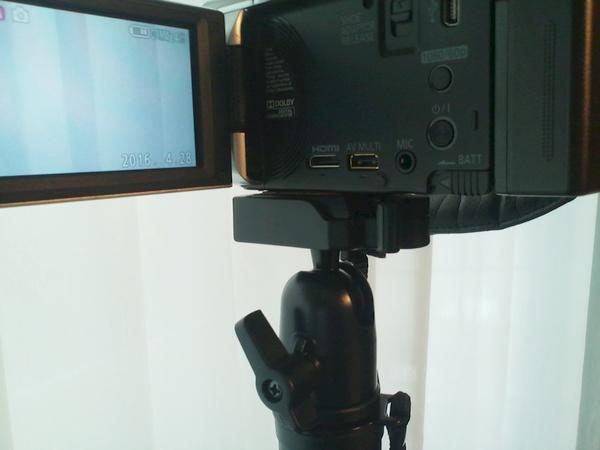 カメラを雲台の上に載せるとロックレバーがかかる
