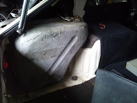 2012.05.12 我がエスのガソリンタンク&カバー 002(タンク設置)