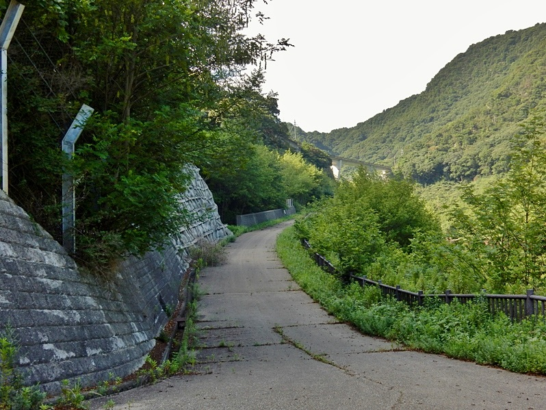 石井ダム湖底遊歩道.JPG