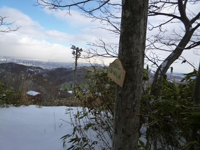 P1320395山頂標識2つ11:55.jpg