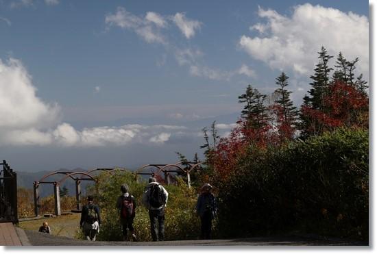 自然園まで-11 遠くには雲海と山並み 15.10.2