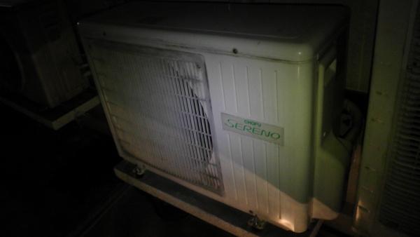 ヒートポンプ式 全館床暖房の室外機