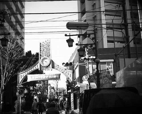 川口銀座商店街(樹モール)、ふじの市商店街と長く続く川口市の商店街をVQ1015 R2で撮った写真です