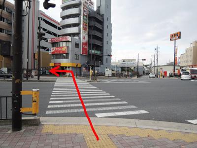 吉野家の信号を渡って左