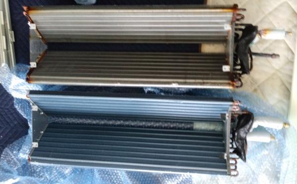 上が外した熱交換器、下が新しい熱交換器