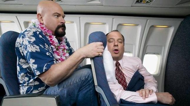 飛行機を快適にする便利グッズ Ez Sleep Travel Pillow でエコノミー席も快適に!? 愛すべき