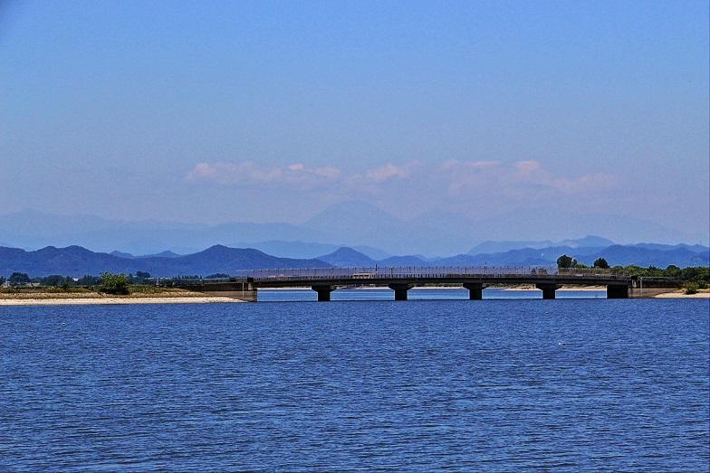 2.谷中湖と西橋.JPG