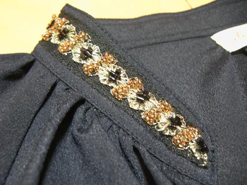 紺色チュニック襟刺繍