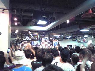 HMV渋谷・2階ライブ2