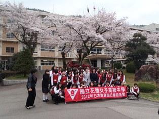 09郡上高校桜の木の下で.JPG
