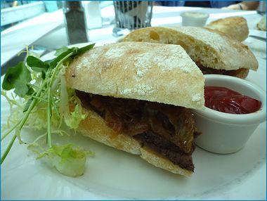パリスホテル モナミガビのステーキサンドイッチ