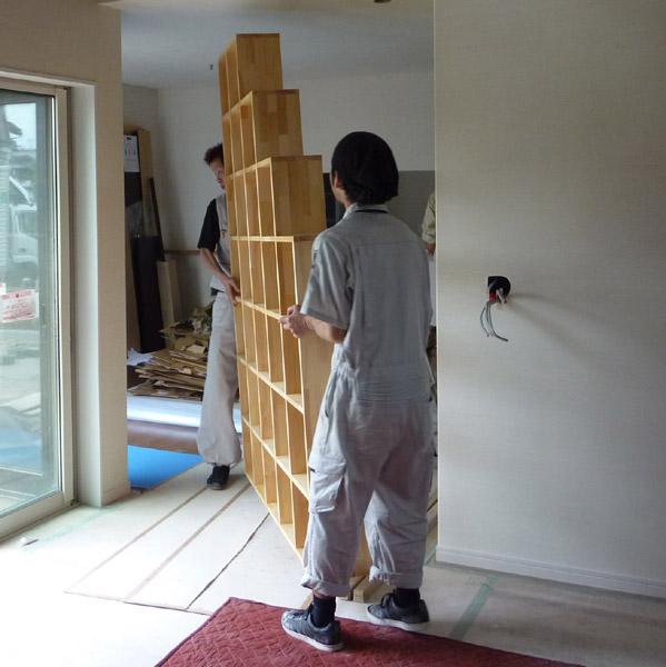 階段のような棚 上れません