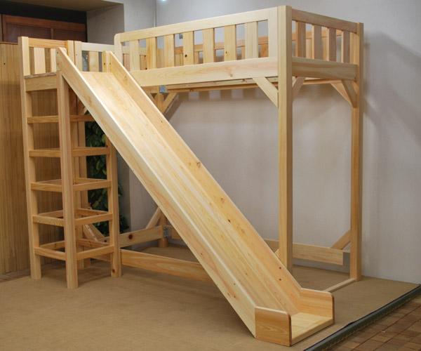 ハシゴタワー付き、すべり台付きロフトベッド – ひのきの香りに包まれて