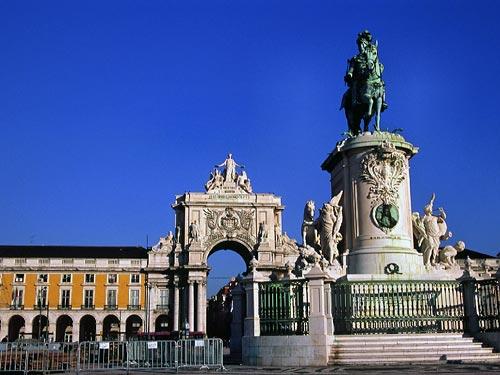 コメルシオ広場とドン・ジョゼ1世騎馬像
