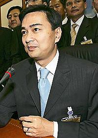 アピシット首相