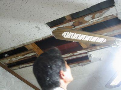 天井が落ちた!03