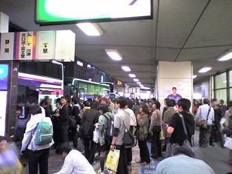 33 バス 往路東京駅バス停.JPG