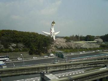 万博公園駅から太陽の塔.JPG