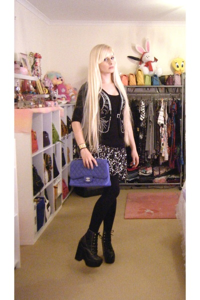 black-tardy-jeffrey-campbell-boots-blue-255-chanel-bag_400.jpg