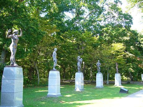 青葉公園 銅像図書館のところ.jpg