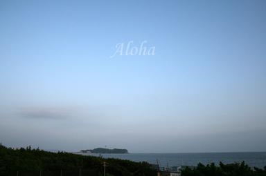 辻堂7月31日、17時頃、浜見山交番前歩道橋から江ノ島を臨む