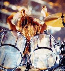 YOSHIKI_Drumming