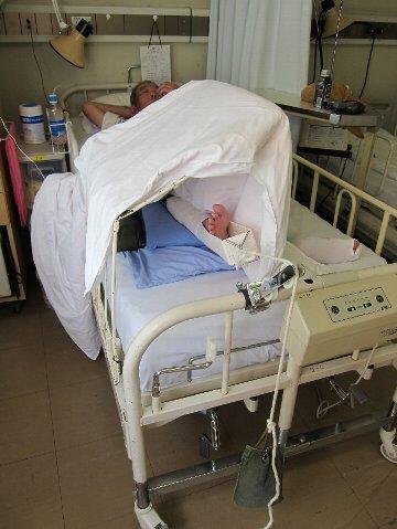 入院 足牽引・入院 医師からレントゲン写真を見せながら説明 「人工股関節の下...  流れのまま