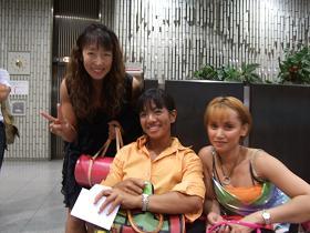 2005年ミス日本 秋山さんに祝福戴くジュリとこの後、暴走するミス我が家のニコル.JPG