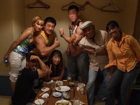 打ち上げは、2006年ミスター日本4位の今中さんはじめに日本のトップビルダー豪華競演の筋肉宴会でした。.JPG