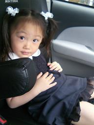 そんなサラもお受験です。先日幼稚園の面接に行ってまいりました。面接時、ヒドイわがままぶりだったので、落ちなければよいのですが、、、合格祈願。.JPG