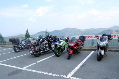 護摩山タワー駐車場にて