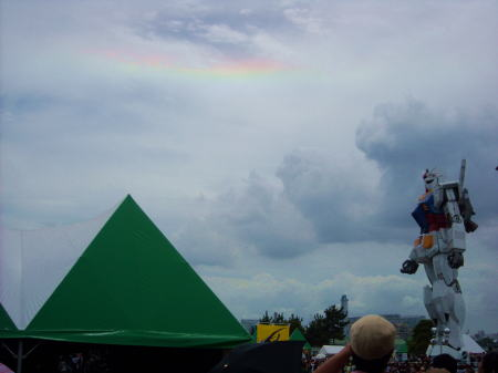 虹とガンダム