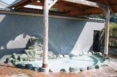 リフレッシュハウス東城の露天岩風呂